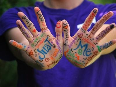 Hands 423794_1280